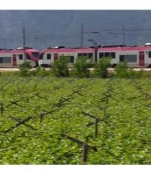 in-treno-attraverso-le-valli-di-non-e-di-sole